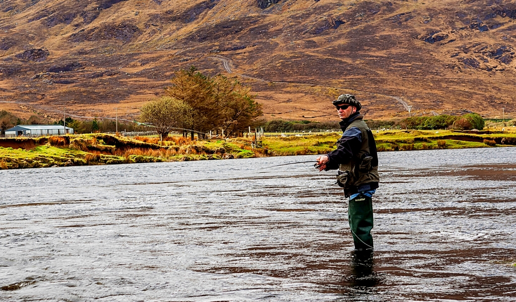 Atlantic Salmon & Sea Trout fishing. Erriff River, Connemara, County Galway. French speaking Ghillie